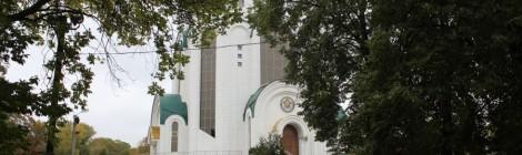 На территории Кафедрального собора Христа Спасителя проводится демонтаж книжного магазина