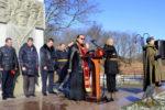 Клирик епархии в День защитника Отечества помолился о упокоении воинов, павших в Великой Отечественной войне
