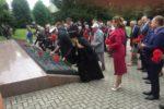 Архиепископ Серафим возложил цветы на братскую могилу воинов, погибших в боях Великой Отечественной войны